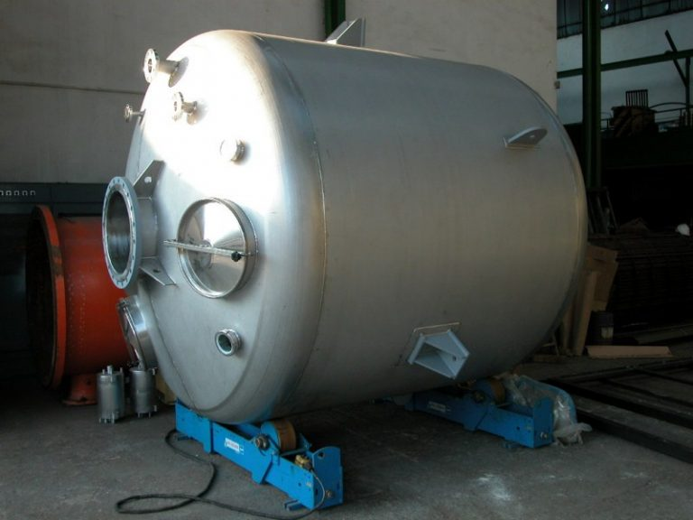 Stainless steel pressure pot (with stirrer).